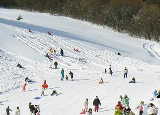 水上で雪遊び!親子で楽しむ3つの方法!-キッズランドで遊ぶ-大穴スキー場